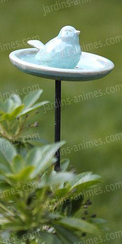 Belle céramique pour les oiseaux du jardin. A garnir de graine. Fabriquée par une artiste céramiste en France. Autre couleurs ici : http://fr.jardins-animes.com/mangeoire-oiseau-ceramique-artisanal-p-1677.html