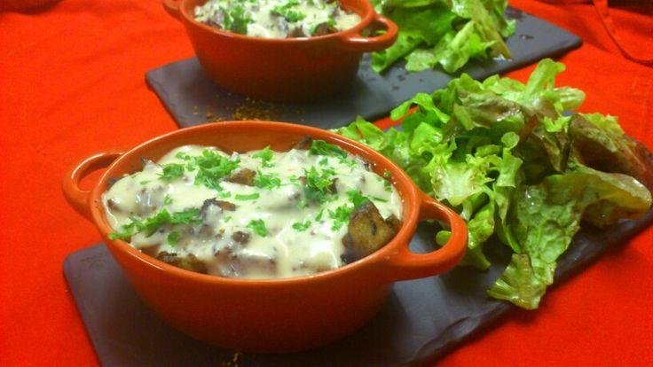 Entrée du jour du moment : cassollette d'andouillette au Vouvray, pomme de terre rissollées et sauce moutarde
