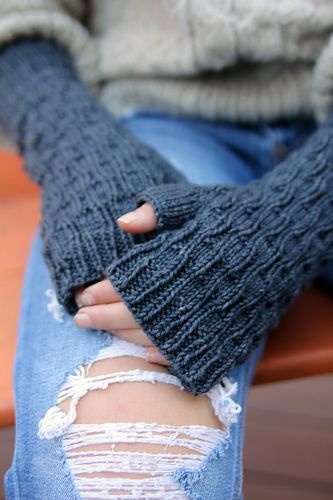 I think super squishy, textured mitts are one of the most satisfying things to wear on a cool day. And I love how the lines in this motif really highlight the subtle differences in a hand-dyed yarn, which only adds to the wavy squish factor on these long, fingerless mitts!