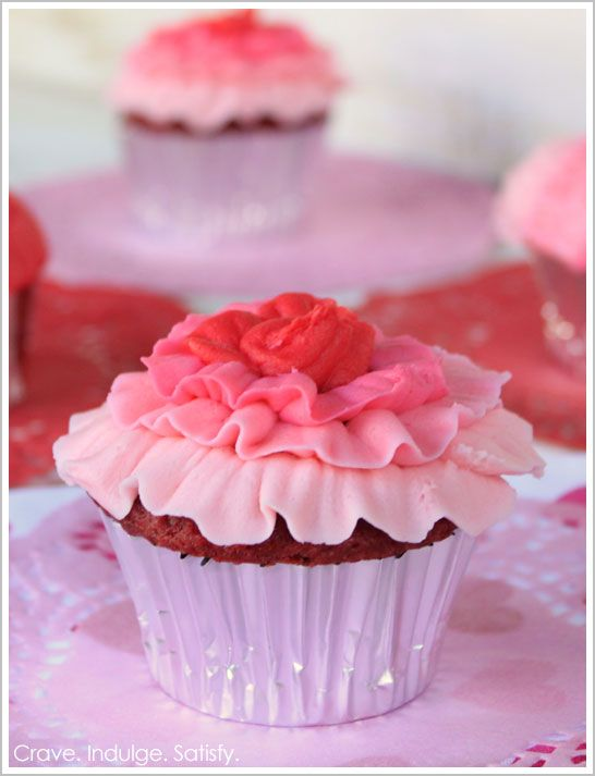 Decorating cupcake idea: Flowers Cupcakes, Ruffle Cupcake, Ombre Ruffles, Frostings Recipes, White Chocolates Cupcakes, Cupcakes Recipes, Ruffles Cupcakes, Red Velvet Cupcakes, Pink Cupcakes