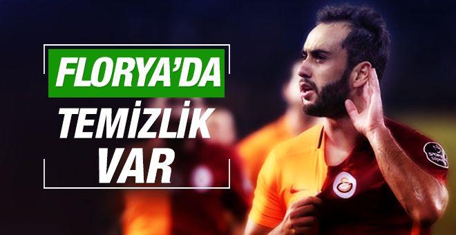 Bir yandan transfer çalışmaları yapan Galatasaray, diğer taraftan eldeki oyuncularla yolları ayırmanın peşinde.