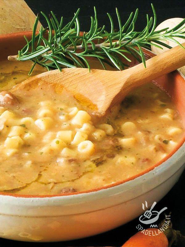 Spadellandia vi propone un piatto rustico e completo, della tradizione contadina italiana, e in particolare toscana: la classica Pasta e fagioli!