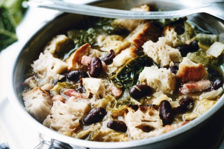Ribollita, klassisk kålsoppa från Toscana