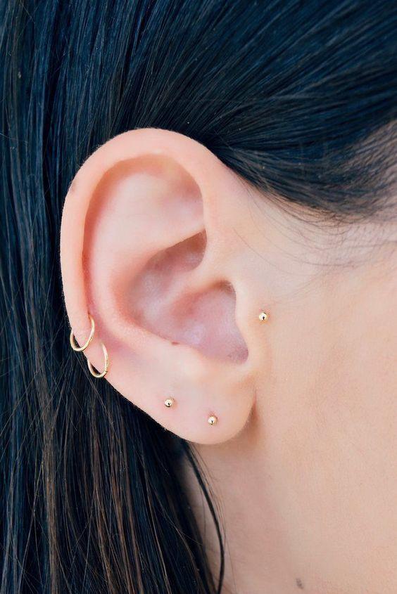13 Creativas maneras de llevar más de un piercing en el oído Bar Stud Earrings, Gold Hoop Earrings, Crystal Earrings, Diamond Earrings, Arrow Earrings, Ear Earrings, Rose Necklace, Diamond Stud, Black Earrings