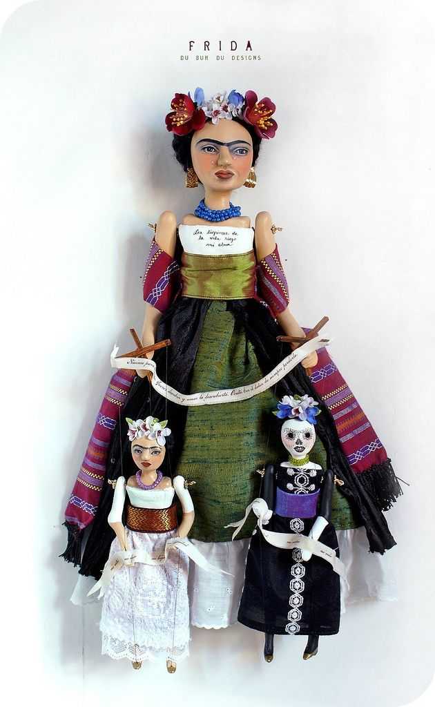 Frida y Marionetas que representan la vida y la muerte.