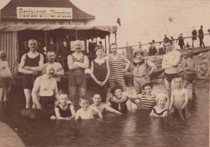 Bathing costumes (c.1920s)  Credit pellethepoet Banyo kostümleri (c. 1920 ler)