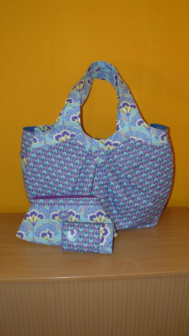 Opravdu veliká kabelka střih Amy Butler. Veselé a barevné léto.... :)