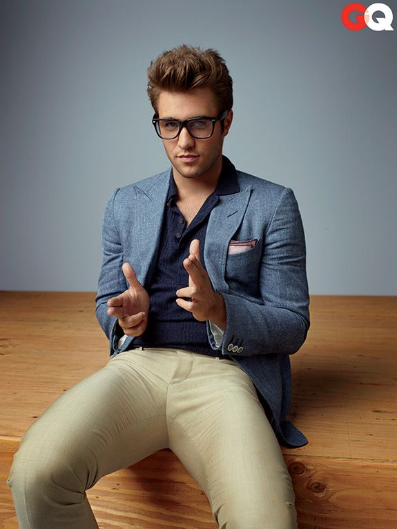 Josh Bowman lookin nerd hot