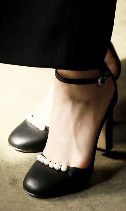 StyleOnme_Pearl Detailed Mary Janes #maryjanes #pearl #heels