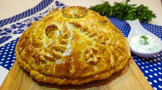 """Don Cossack Pie Kurnik Рецепт приготовления традиционного на Дону казачьего пирога """"Курник"""": блины, курица, грибы, рис, яйца, зеленый лук"""