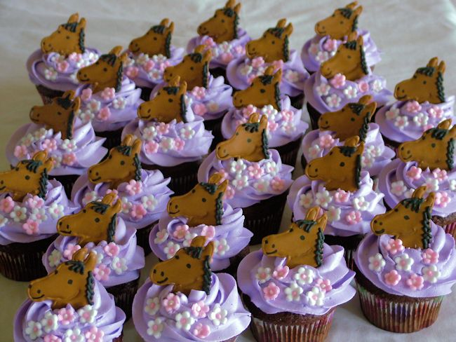 A Sweet Cake » Blog Archive » Horse Cupcakes