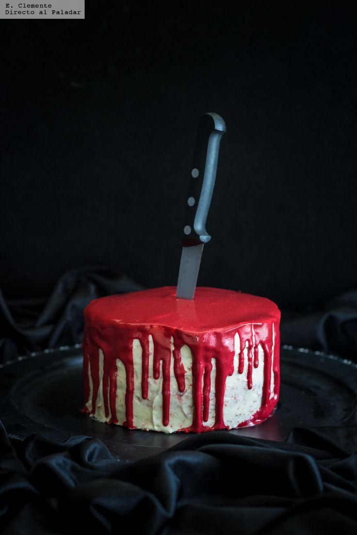 Te explicamos paso a paso, de manera sencilla, la elaboración de la receta de tarta sangrienta Red Velvet para Halloween. Ingredientes, tiempo de ...