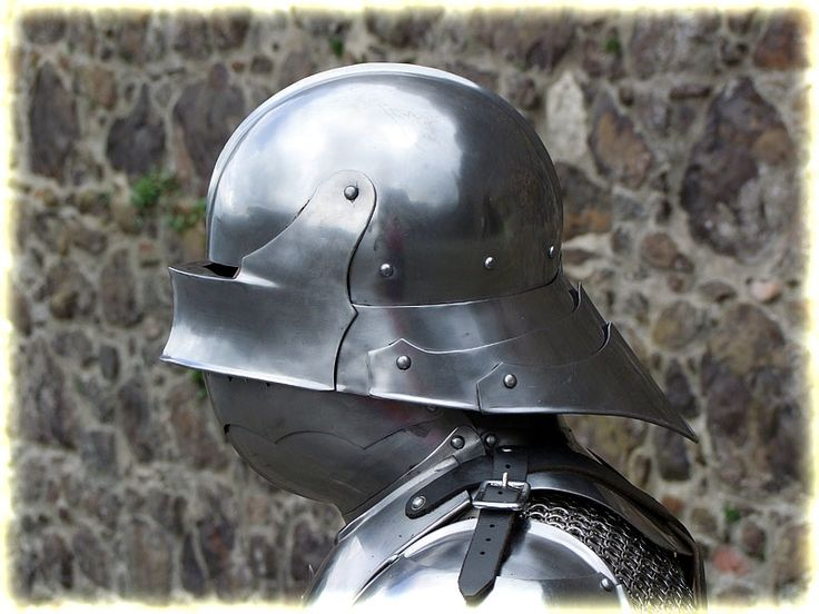 An example of a helmet with a hinterschild