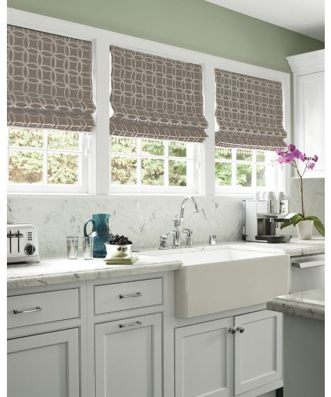 Best 25 flat roman shades ideas on pinterest roman for Fabric shades for kitchen windows