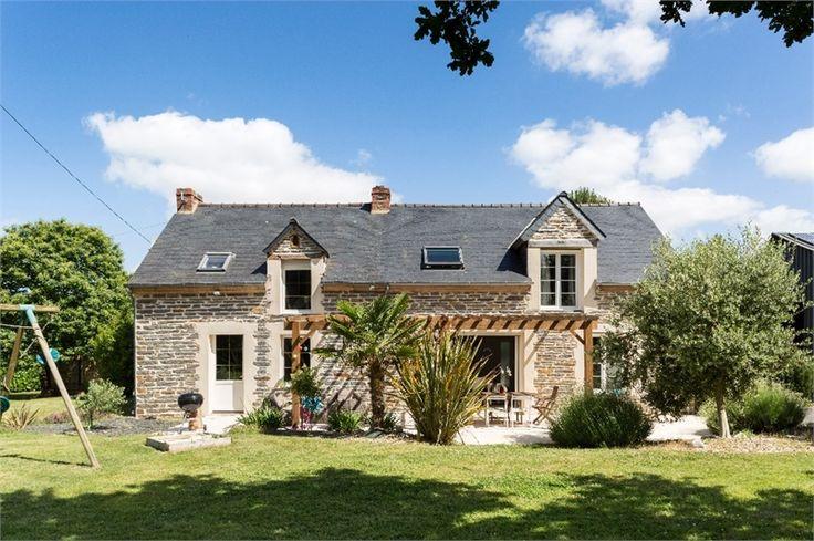 Jolie maison en pierre fonctionnelle et familiale à vendre chez Capifrance à Pipriac en Ille et Vilaine.     > 180 m², 8 pièces dont 5 chambres et un terrain de 3000m².     Plus d'infos > Kristell Gravier, conseillère immobilière Capifrance.