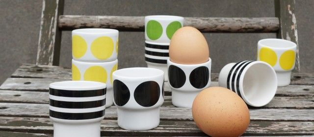 Gul Prick, egg cup by Camilla Engdahl #nordicdesigncollective #camilaengdahl #yellow #dot #eggcup #eggs #breakfast #kitchen #blackdot #greendot #blackstripes #ceramics