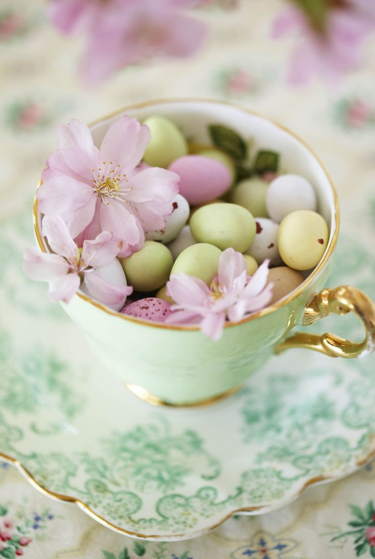 Decorate: Spring lunch   Inspiration   Homes and Antiques