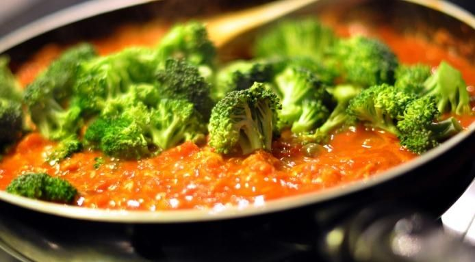Tired of boring #broccoli? Learn 5 ways to cook broccoli - Read the #recipes : http://www.finedininglovers.com/blog/food-drinks/how-to-cook-broccoli/Cooking Broccoli, Easy Recipe, Bored Broccoli, Plants Bas Approach, Food, Eating, Healthy, Plants Based, Favorite Recipe