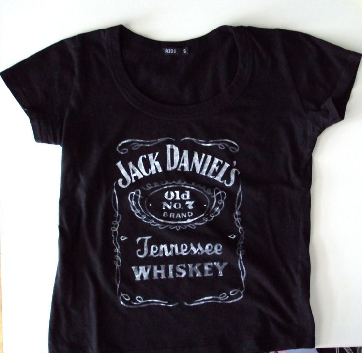 Diy Stenciled Jack Daniel's T Shirt  •  Free tutorial with pictures on how to paint a t-shirt in under 180 minutes
