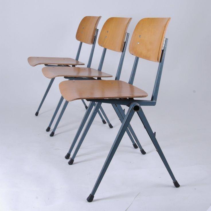 - Ontwerper: onbekend<br />- Type : profiel stoel stapelbaar<br />- Merk/fabrikant : marko<br />- Basismateriaal : staal en hout<br />- Stoffering : nvt.<br />- Conditie algemeen : gezien de leeftijd normale gebruik sporen/slijtage. Gemaakt in 60s<br />-