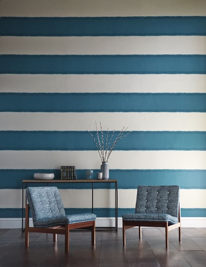 This painterly striped wallpaper plateau makes a real feature in this striking teal colourway. From the Landscape wallpaper collection by Harlequin.