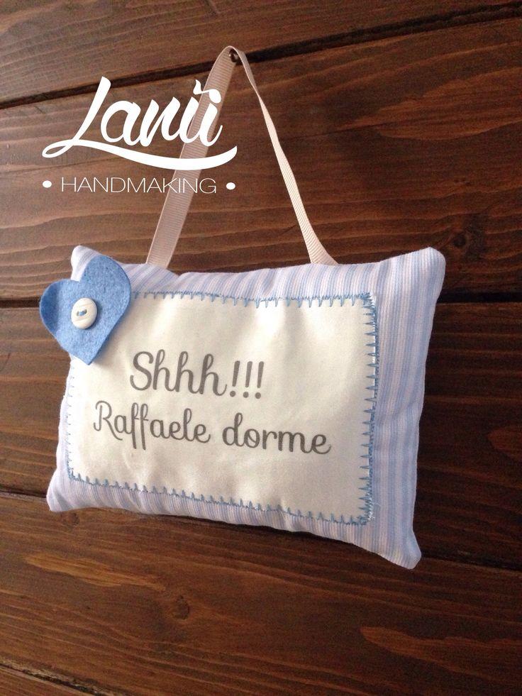 """""""Shhh!! Lui dorme"""". Un morbido cuscino decorativo per la culla dei vostri piccoli (dim. 18x12 cm).  Progetto originale Lanù handmaking"""