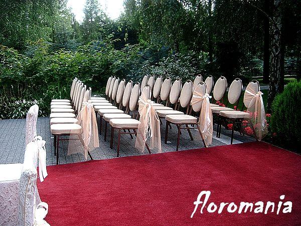 Ślubna dekoracja - krzesła gości
