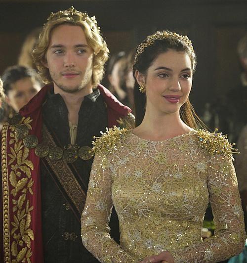 A producão adapta a história de Mary Stuart, rainha da Escócia. Na vida real, Mary sucedeu seupai, o rei James V, quando tinha apenas seis dias de vida. Criada pela mãe, ela passou sua infância e…