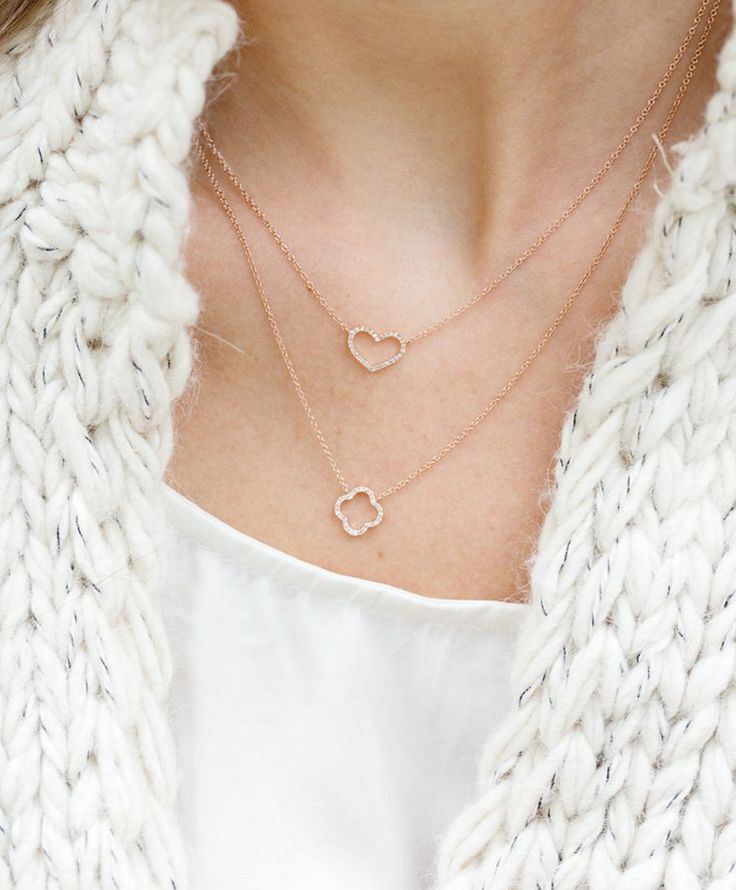 Cosy sweaters and layered necklaces pair oh so perfectly I NEWONE-SHOP.COM