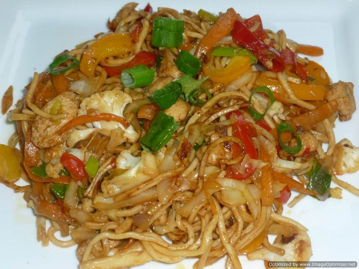 Chicken and vegetable hakka noodles