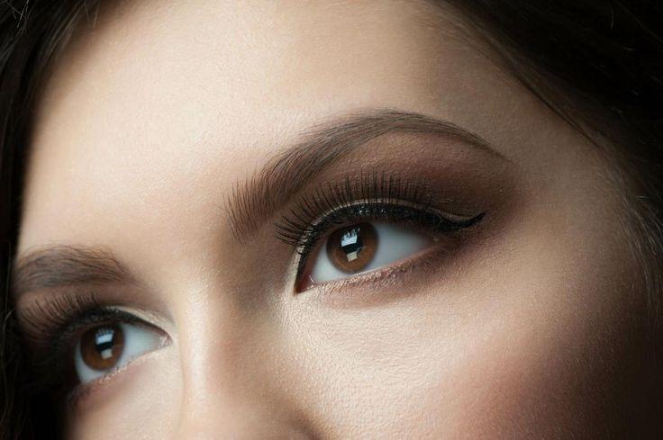 Por qué la vaselina es tu mejor aliada para cuidar el contorno de los ojos