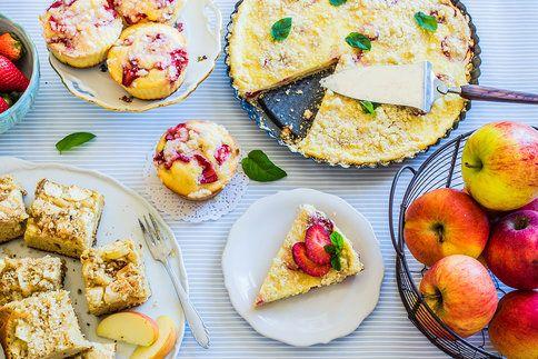 Nevíte, co upéct na neděli? Zkuste drobenkový koláč s tvarohovou náplní, s jablky a skořicí nebo jahodové muffiny, které se vám budou rozplývat na jazyku.