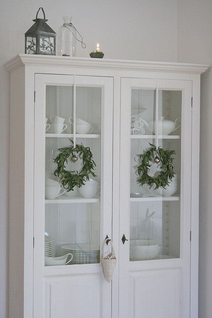 Cupboard . White . Christmas Wreaths