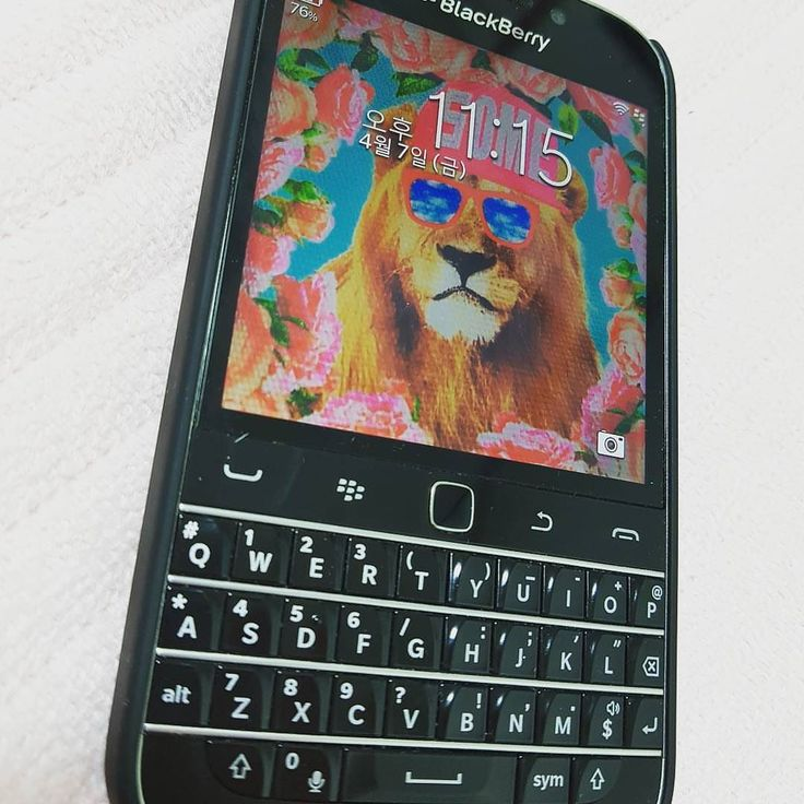 "#inst10 #ReGram @dudu.her.ouo: #blackberry #q10 #classic #예쁜쓰레기 ...... #BlackBerryClubs #BlackBerryPhotos #BBer ....... #OldBlackBerry #NewBlackBerry ....... #BlackBerryMobile #BBMobile #BBMobileUS #BBMibleCA ....... #RIM #QWERTY #Keyboard .......  70% Off More BlackBerry: "" http://ift.tt/2otBzeO ""  .......  #Hashtag "" #BlackBerryClubs "" ......."