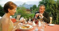 Ob Hochzeit, Geburtstag, Familie, Firma oder Verein, im Hotel Sommer bieten wir Ihnen den passenden Rahmen für Ihre Feier oder Veranstaltung.  Speisen- und Getränkeauswahl, Tischdekoration u.a. erfüllen wir individuell nach Ihren Wünschen. Was auch immer Sie planen, Ihre Veranstaltung ist bei uns in den besten Händen. Fragen Sie uns! Telefon +49 (0) 8362 9147-0