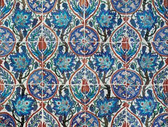 Selection of Ottoman Turkey,Iznik and Kutahya pottery @ Christie's - Eloge de l'Art par Alain Truong