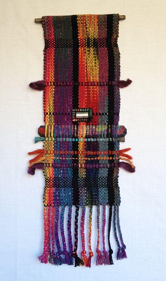 """Mano teñida tapicería de seda tejida a mano """"Oda a Bobby M."""" con aguja de fieltro apliques y encanto"""