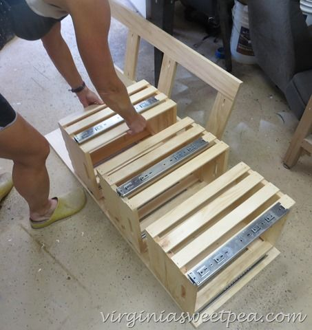 Crate alignment on frame