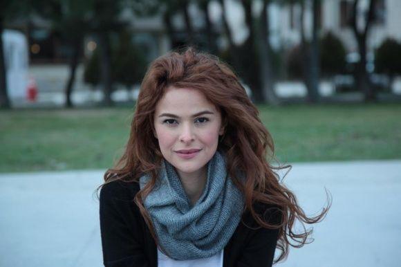 Gamze Topuz Kimdir Gamze Topuz, 08 Ekim 1983 yılında İstanbul'da doğmuştur. Gamze Topuz'un boyu 1.70 metre kilosu ise 54 kilogramdır. Gamze Topuz'un saç rengi kahverengi göz rengi ise siyahtır. Gam...