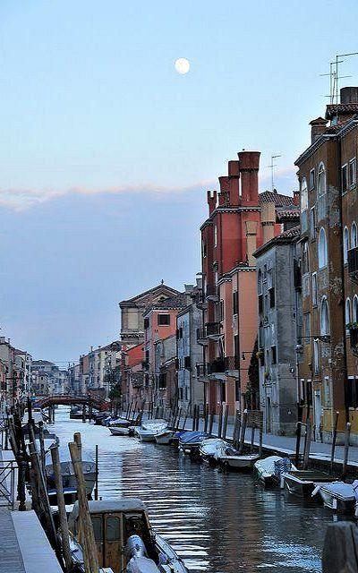 Venice Moon.. Veneto, Italy | Flickr - Photo by Saffron Blaze