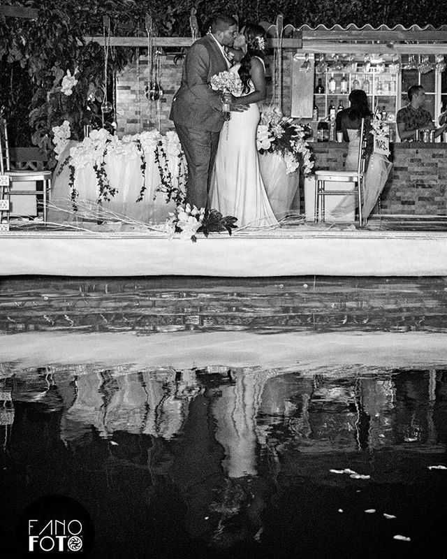Una mágica noche juntos que perdure para toda la vida... Boda: Luis & Tame #wedding #love #pty #coronado #moments #blackandwhite #photooftheday #likeforlike #like4like #pty #sandiegoconnection #sdlocals #coronadolocals - posted by Stefano Dos Santos https://www.instagram.com/fanofoto. See more post on Coronado at http://coronadolocals.com