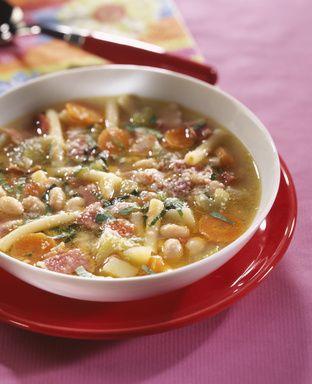 La garbure est une soupe de chou et de légumes divers issue de la cuisine…