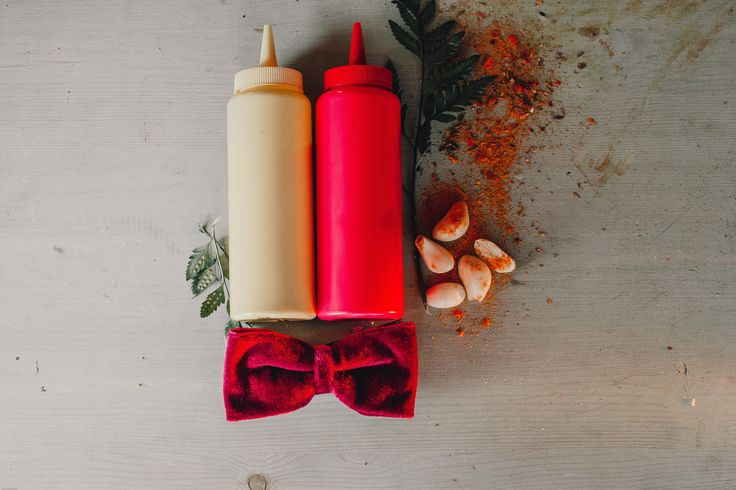 Groom accessories.Bow tie in BBQ Wedding. Sauces. Аксессуары жениха c деталями свадьбы BBQ. Бабочка жениха.