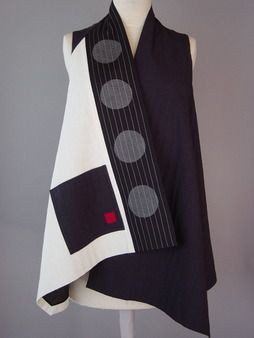 Short Round Neck Kimono Jacket with Abstract Pattern