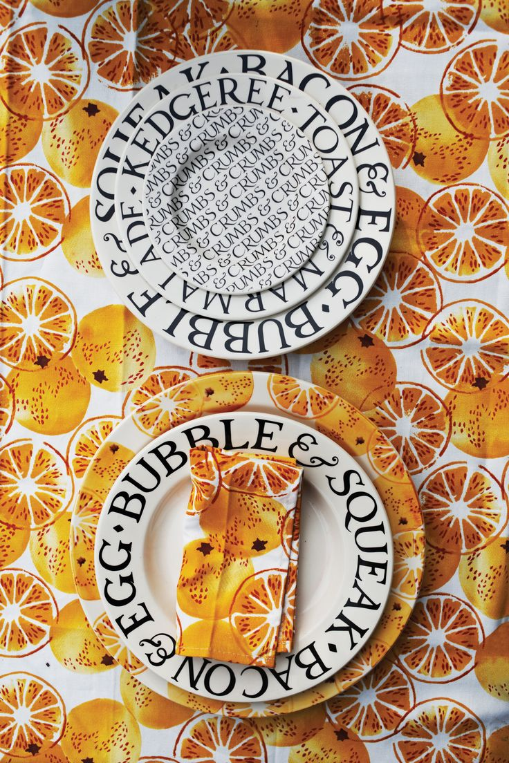Give your table a fresh look with these bright, beautiful Marmalade Napkins. They're a lovely contrast to Black Toast tableware, and there's a Marmalade Tablecloth too. http://www.emmabridgewater.co.uk/icat/tex #EmmaBridgewater #Textiles