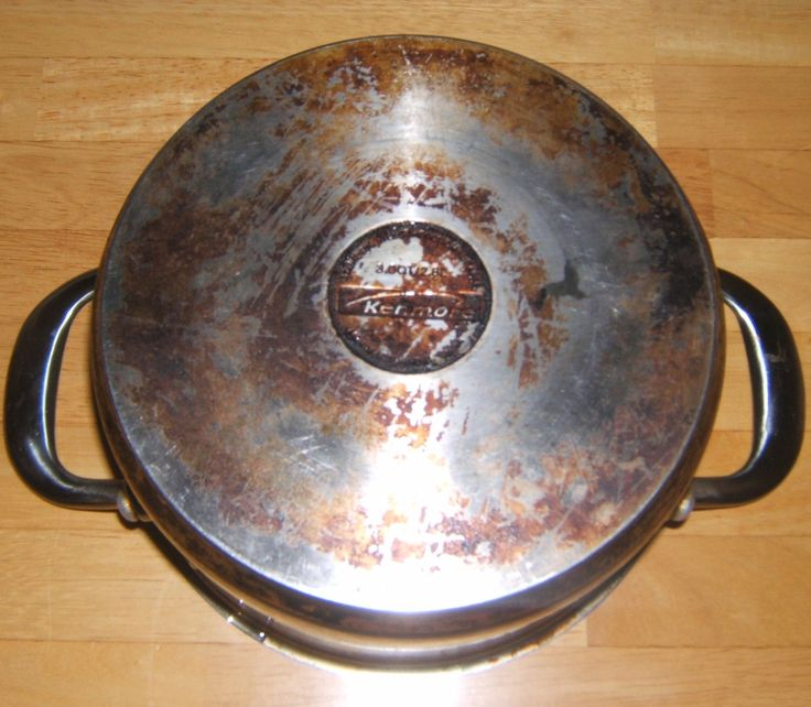 Cleaning bottom of stainless steel pans