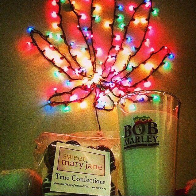 Merry Kushmas, Holidaze, string lights, marijuana leaf, stoner decor ...