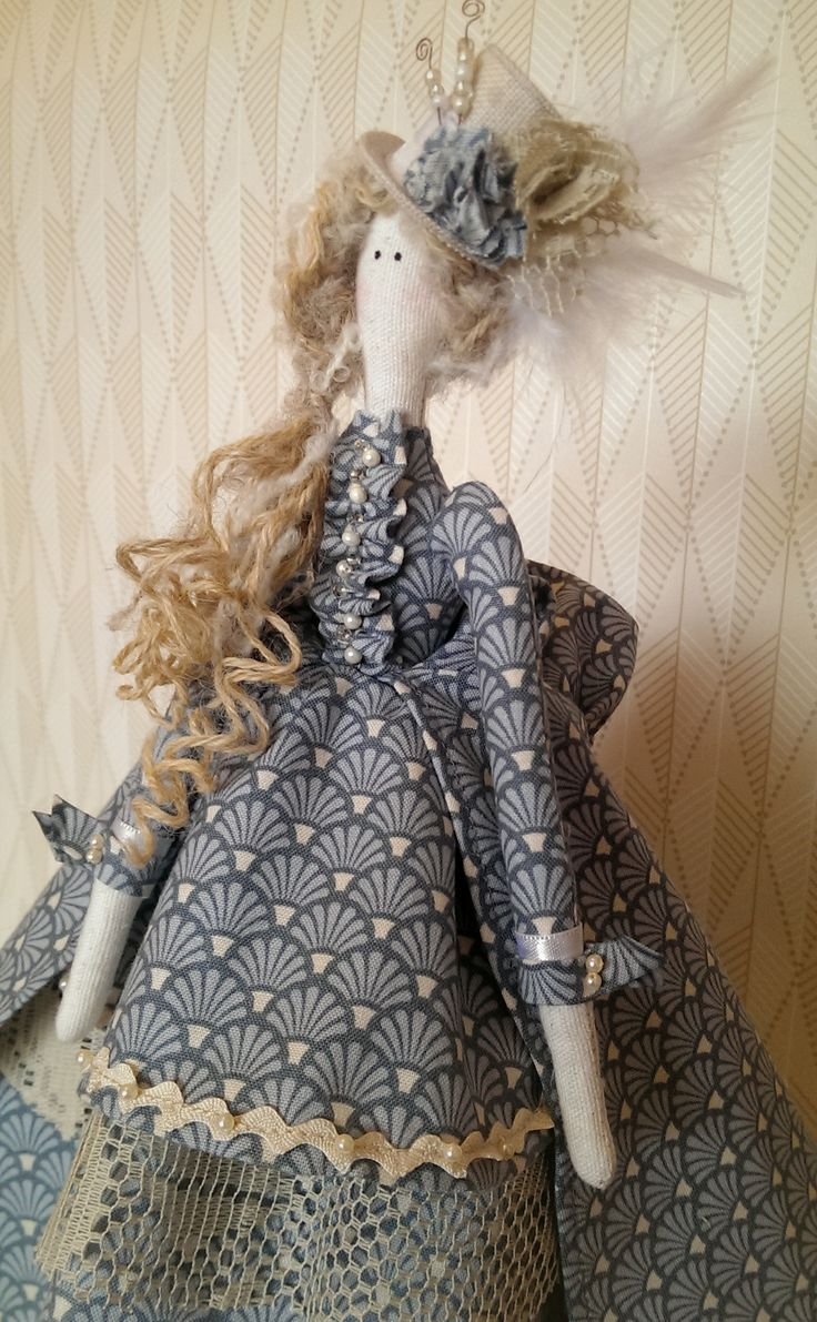 Tilda Doll: Victorian inspired dress and feathered top hat (3/4)