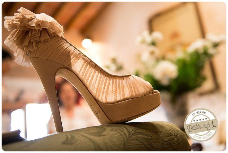 Ruffled pumps for a romantic bride, ph Qualcosa di Blu http://www.brideinitaly.com/2013/11/qualcosadibludiydress.html #italianstyle #wedding