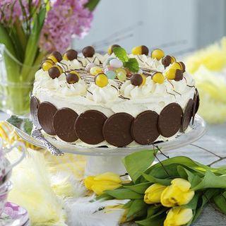Vill du göra en snabbvariant av tårtan kan du köpa en färdig tårtbotten. Det är fyllningen och garneringen som är det viktiga i den här tårtan.
